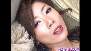 Japanese-AV-Model-has-vibrator-on-clitoris