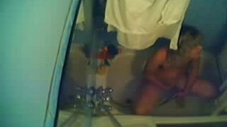 Must-see-my-hot-sister-caught-fingering-in-bath-tube