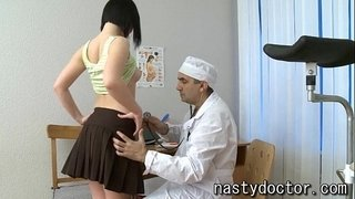 Old-gynecologist-does-pussy-exam