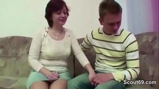 Step-Mom-Seduce-Young-Boy-to-Fuck-her-When-Home-Alone