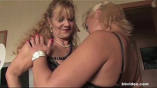 Bbvideo.com-German-milfs-playing-with-their-cunts