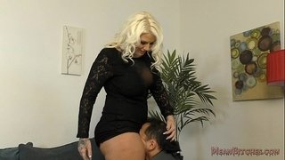 Lucky-B-Sits-on-Her-Slave's-Face---Femdom-Ass-Worship