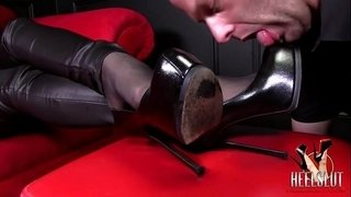 How-to-lick-goddess-boots-properly