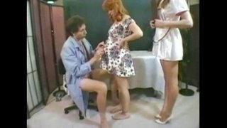 Doctor-nurse-and-pregnant-patient-enjoy-each-other